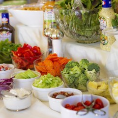 Setting Up a Beautiful & Delicious Salad Bar