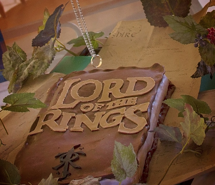 Super fun LOTR books-cake!