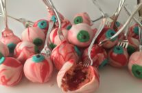 """Bloody Eye Cake Pops with a """"Bloody"""" Center"""